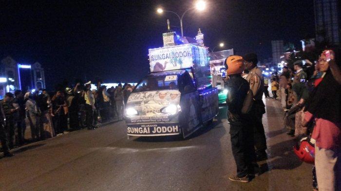 PAWAI TAKBIRAN - Pawai takbiran di Kota Batam, Provinsi Kepulauan Riau diikuti oleh 146 kendaraan, Sabtu (10/8/2019) malam.