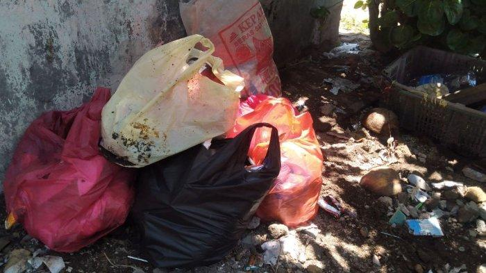 Bingung Buang Kemana, Halaman Rumah Warga Kampung Tengah Nongsa Terpaksa Jadi Tempat Sampah
