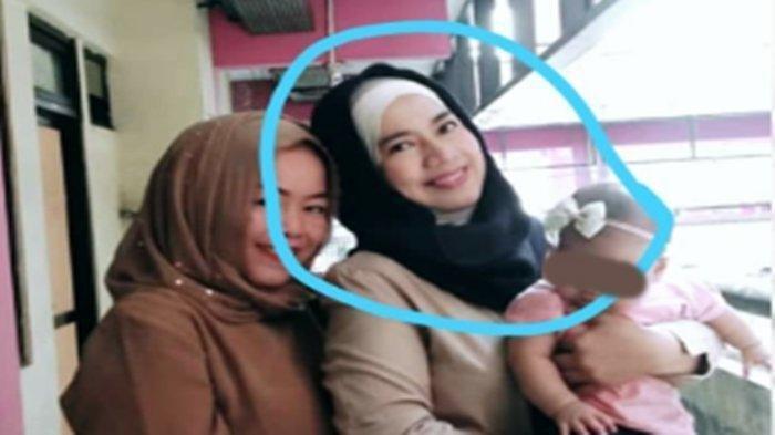 Seorang janda dua anak bernama Titi Handayani (36) yang tewas dibunuh di Palembang