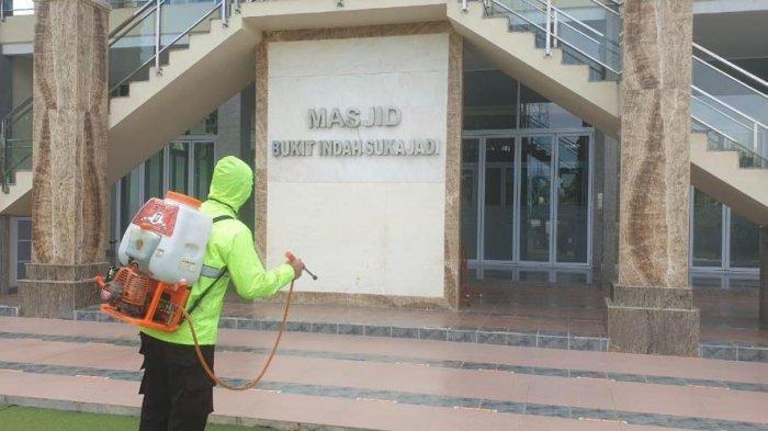 Sambut Ramadhan 2021, Polresta Barelang dan Jajaran Semprot Disinfektan di 87 Masjid Batam