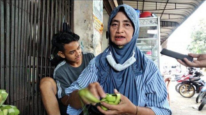 Kisah Pedagang Kulit Ketupat Musiman di Tanjungpinang saat Pandemi Covid-19