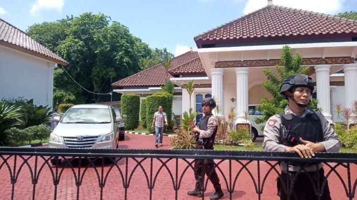 Empat Jam Lebih Tim KPK 'Obrak-abrik' Rumah Dinas Gubernur Kepri