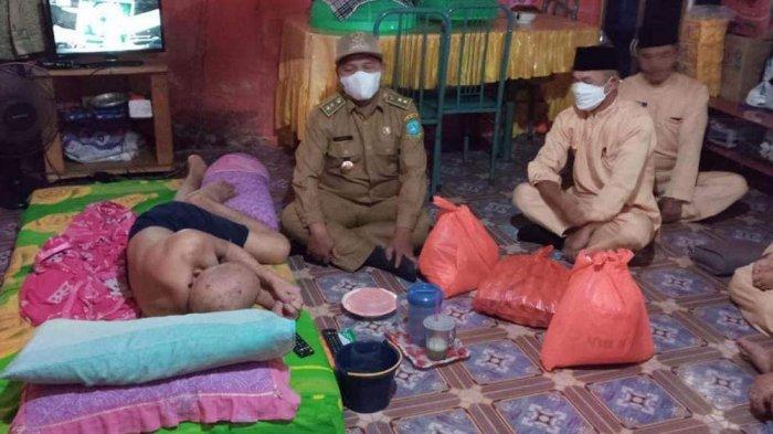 PROGRAM Budarsih, Staf Kelurahan Tarempa Patungan Bantu Warga Membutuhkan