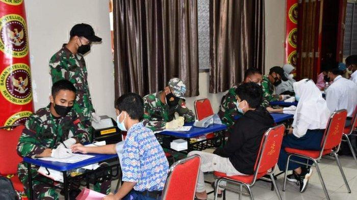 Komandan Korem 033/WP Brigjen TNI Jimmy Ramoz Manalu, saat meninjau vaksinasi di beberapa tempat di Kepri.