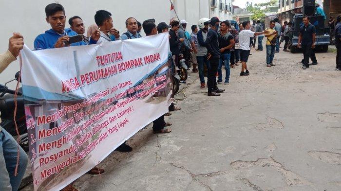BREAKINGNEWS, Warga Pulau Dompak Tanjungpinang Unjuk Rasa di Kantor Developer