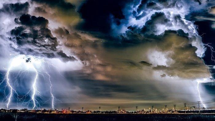 Peringatan Dini BMKG Sabtu 22 Agustus 2020, Waspada Cuaca Ekstrem Angin Kencang dan Hujan Petir