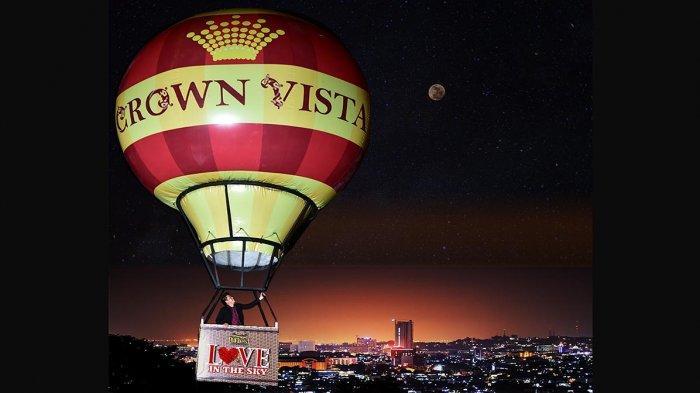 Photo Booth spesial valentine berbentuk Balon Udara dengan pemandangan gemerlap lampu-lampu kota Batam yang akan membuat suasana valentinemu semakin romantis dan elegan.