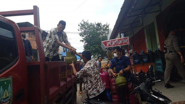 Disperindag Kota Batam melakukan inspeksi mendadak (sidak) di pengecer gas elpiji 3 kilogram dengan lokasi pertama sidak di kawasan Legenda Batam Center, Kamis (13/2/2020)