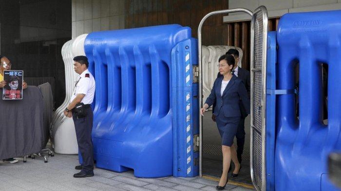 Menangis, Carrie Lam Minta Demo Dihentikan: Apakah Kita Akan Bawa Hong Kong ke Jurang Kematian?