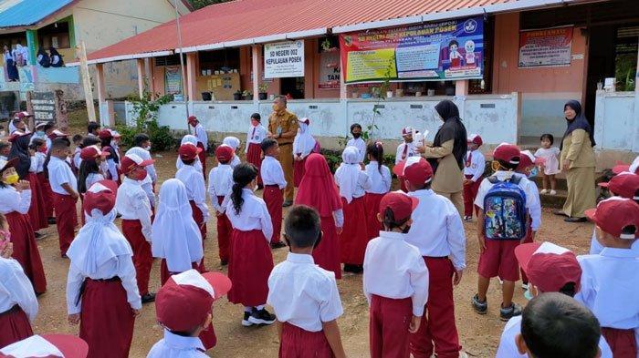 Kegiatan Masa Pengenalan Lingkungan Sekolah (MPLS) bagi siswa di SDN 002 Kepulauan Posek, Kabupaten Lingga, Senin (12/7/2021)