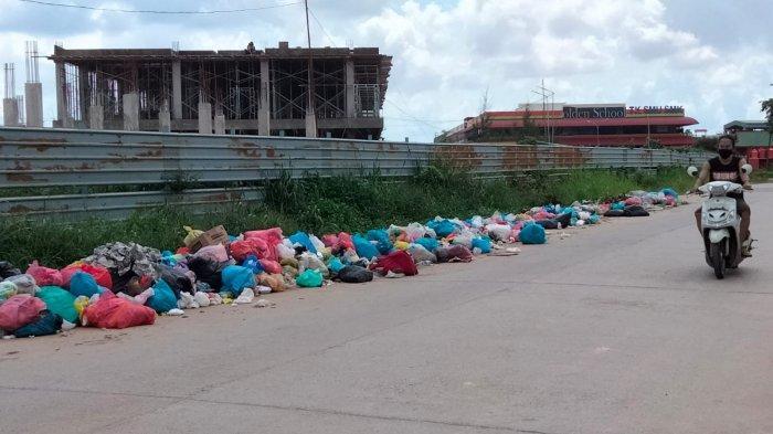 Sampah Berserakan di Sepanjang Jalan Damai Bengkong Laut, Warga : Ulah Pengendara yang Lewat