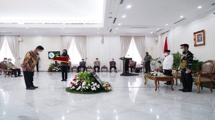 Wapres Serahkan Penghargaan Abdi Bakti Tani 2021 kepada Plt Bupati Bintan di Jakarta