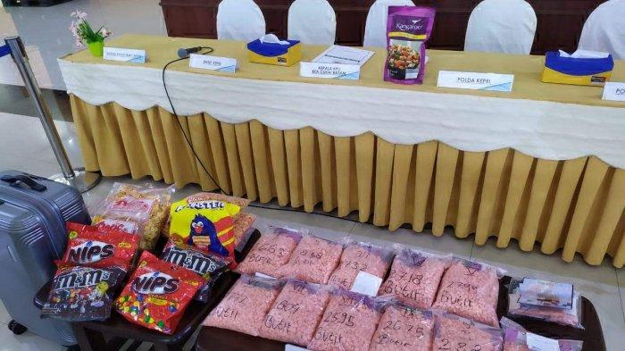 TERTANGKAP Bawa 30.037 Ekstasi ke Batam, Polisi Ungkap Isi WhatsApp J Sebelum Tertangkap