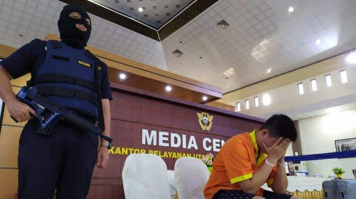 BREAKING NEWS - Bawa 30.037 Butir Ekstasi ke Batam, Seorang Pria Ditangkap di Pelabuhan Harbour Bay