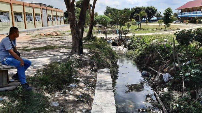 Lapangan Bola SMKN 5 Sagulung Batam Langganan Banjir Saat Hujan