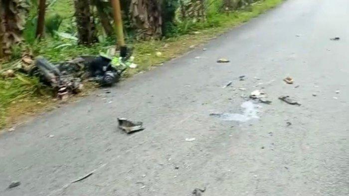 KECELAKAAN - Kecelakaan sepeda motor yang bertabrakan dengan sebuah mobil di Jalan Panglima Awang, perbatasan antara Desa Putik dan Desa Batu Ampar, Kecamatan Palmatak, Kabupaten Kepulauan Anambas, Kamis (13/4/2021) lalu.