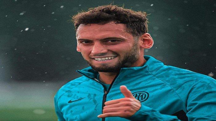 Berita Inter Milan - Hakan Calhanoglu Lupakan AC Milan, Senang di I Nerazzurri Bareng Simone Inzaghi