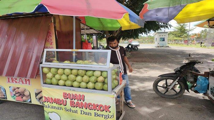 Kisah Edo Penjual Buah Jambu Bangkok, Punya Kerja Sampingan Demi Bertahan Saat Pandemi