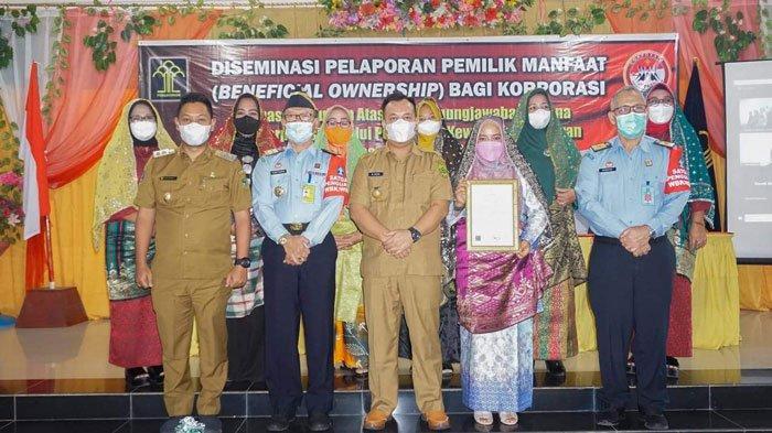 Pemkab Lingga terima penghargaan Hak Kekayaan Intelektual Komunal dari Kemenkum HAM di Hotel Lingga Pesona, Daik, Senin (13/9/2021). Di antaranya untuk tudung manto