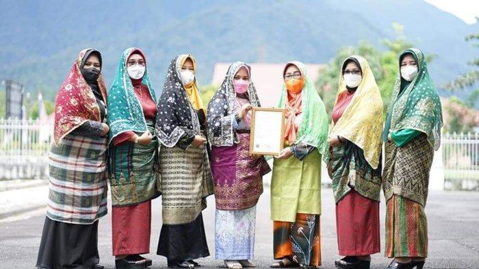 Tudung Manto Sah Milik Lingga, Bupati Izinkan Batam dan Daerah Lain Promosi dengan Syarat