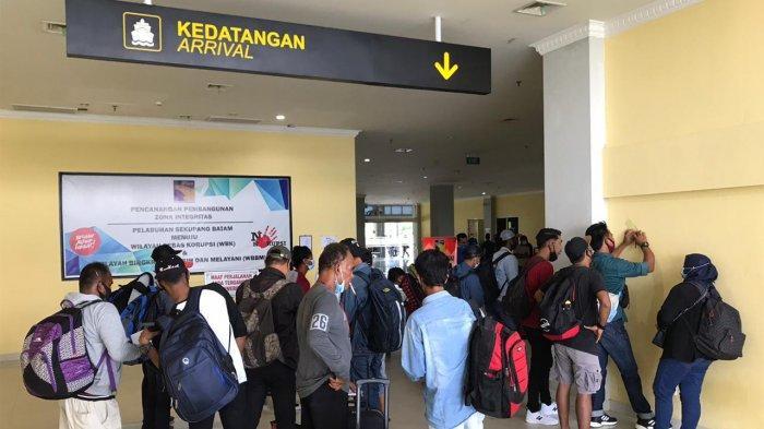 Suasana di Pelabuhan Domestik, Sekupang, Batam. Hari ini, Kamis (15/4/2021) jumlah trip kapal kembali mengalami peningkatan.