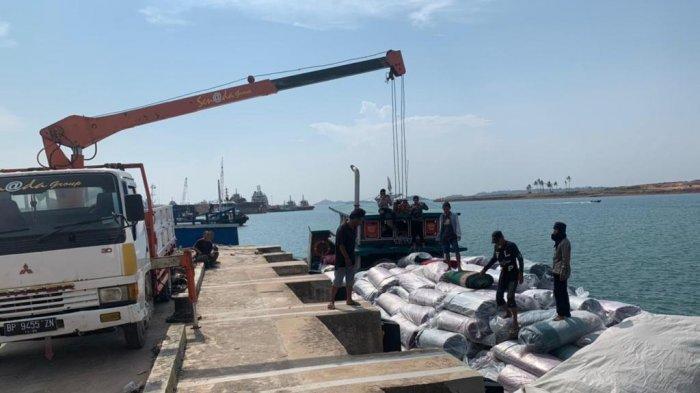 Bea Cukai Batam tangkap KM Salwah 03 bermuatan ratusan karpet ilegal