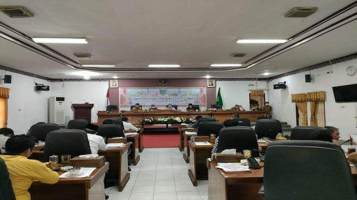 Suasana Rapat Kerja Implementasi Kegiatan Tahun Anggaran 2021, di Gedung Paripurna DPRD Natuna, Jalan Yos Sudarso, Kecamatan Bunguran Timur, Kabupaten Natuna, Kepri, Senin (07/06/2021).