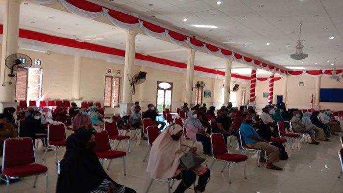 Suasana Gedung Sri Serindit, lokasi vaksinasi warga Kelurahan Batu Hitam, Kecamatan Bunguran Timur, Kabupaten Natuna, Senin (14/6/2021)