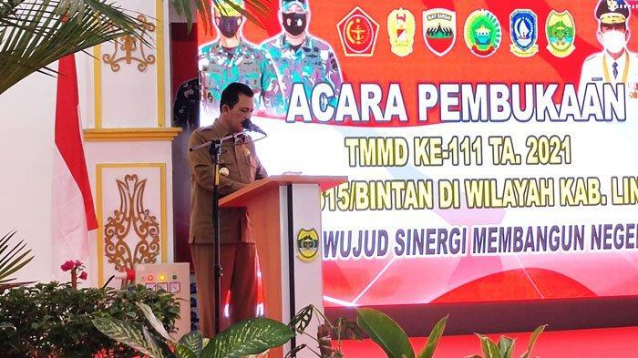 Gubernur Kepri, Ansar Ahmad saat membuka kegiatan TNI Manunggal Membangun Desa (TMMD) ke-111 tahun 2021 Kodim 0315/Bintan di Lingga, Selasa (15/5/2021).