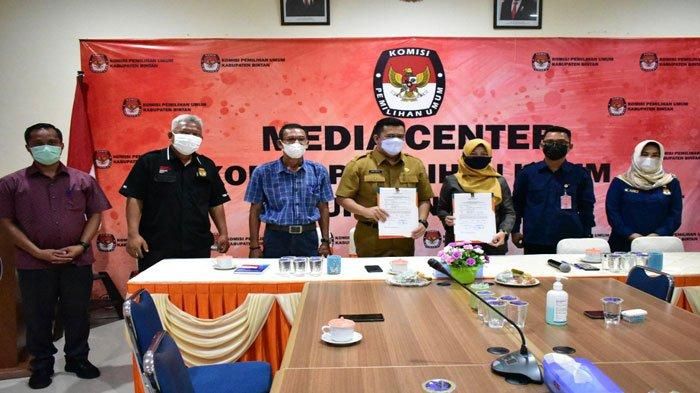 Pilkades 2021 - KPU Bintan Serahkan DPT ke Dinas PMD untuk Dua Desa