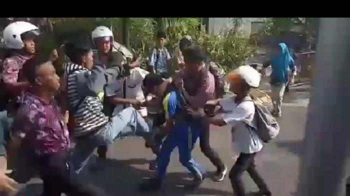 ZAMAN EDAN Ayah Anak Duel Maut, Masuk RS Saling Serang Pakai Parang dan Besi