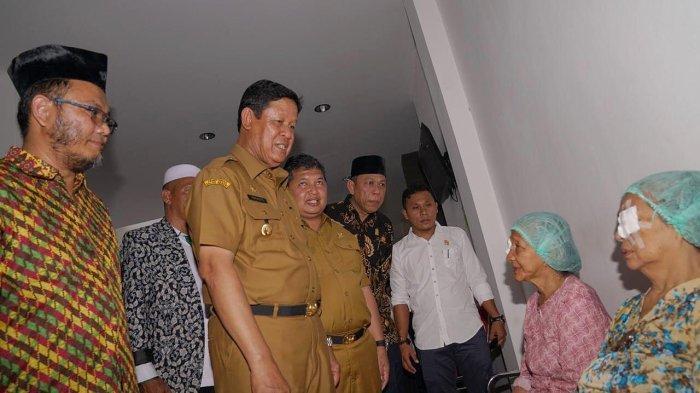 Berkunjung ke Anambas, Plt Gubernur Kepri Isdianto Saksikan Langsung Operasi Katarak