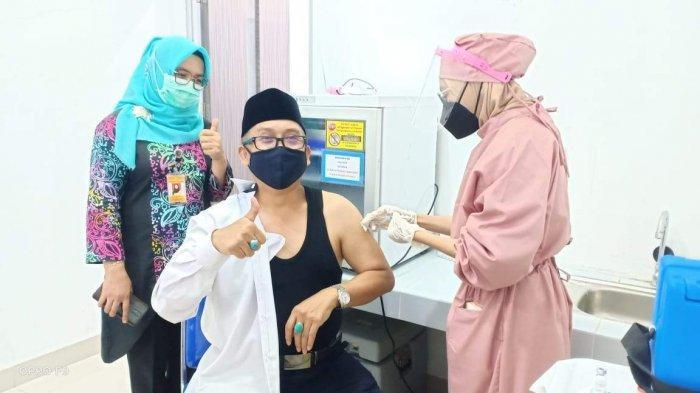 3.854 tenaga kesehatan dari total 5.980 tenaga kesehatan di Kepri telah menjalani vaksinasi covid-19 dosis kedua. Sisanya batal divaksin.
