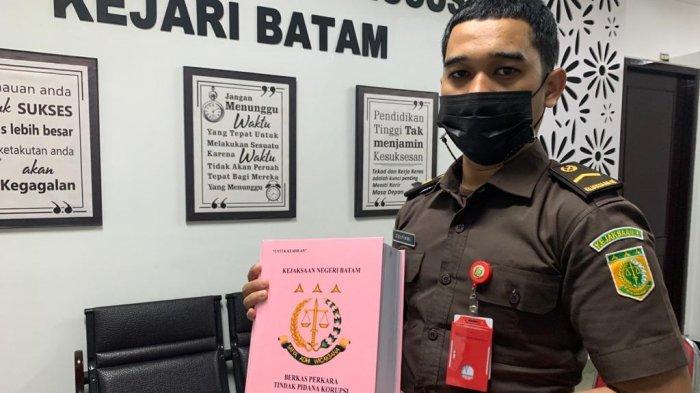 Kejari Batam Limpahkan Berkas Rustam Efendi ke Pengadilan terkait Kasus Korupsi di Dishub