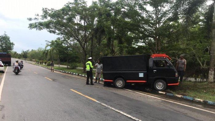 BREAKING NEWS - Satu Unit Pikap Kecelakaan di Jalan Lintas Barat Km 17 Bintan