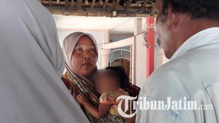 Tangis Pilu Ibu Balita yang Peluk Jasad Ayah di Jember Pecah Lihat Wajah Anaknya Lewat Video Call