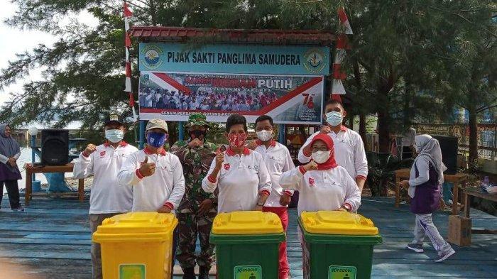 JELANG HUT ke-76 RI, Kelurahan Tarempa Gelar Saber Merah Putih, Bersihkan Sampah dan Rumput