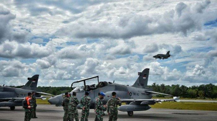 Pesawat tempur TNI Angkatan Udara berjenis Hawk 100/200 dari Skadron Udara I Lanud Supadio Pontianak tiba di Lanud Raja Haji Fisabilillah, Tanjungpinang. (istimewa)