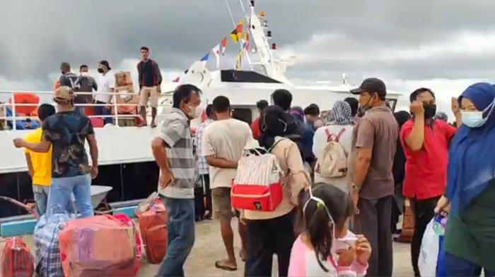 Lingga Buka Blocking Area, Pelabuhan Jagoh Mulai Dipadati Penumpang