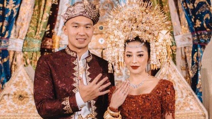 FOTO-Foto Pernikahan Nikita Willy dan Indra Priawan, Nuansa Emas dan Merah Khas Adat Minangkabau