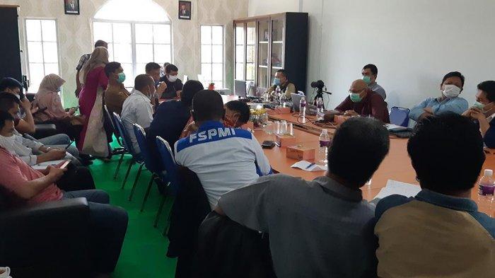 UMK 2021 - Pembahasan Upah Minimun Kota (UMK) 2021 berlangsung di Kantor UPT Kawasan Tenaga Kerja Provinsi Kepri Sukajadi, Senin (16/11/2020) sekira pukul 11.00 WIB.