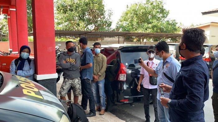 Calon TKI ilegal yang diamankan Polres Karimun dari sebuah tempat penampungan TKI, Selasa (16/3/2021). Rencananya mereka akan diberangkatkan ke Malaysia