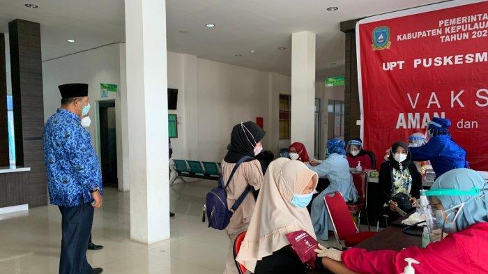 Bupati Kepulauan Anambas Abdul Haris memantau lokasi pelaksanaan vaksinasi Corona di RSUD Tarempa, Senin (17/5/2021)