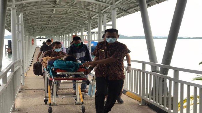 Cerita Irul Mengais Rezeki di Pelabuhan Domestik Sekupang Batam, Sigap Bantu Penumpang