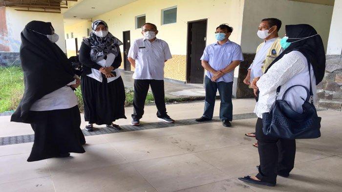 Foto saat tim BPBD Bintan pantau kondisi Hotel Kunang Kunang yang berada di Kecamatan Gunung Kijang, Bintan. Hotel ini akan dijadikan tempat karantina pasien covid-19 Bintan