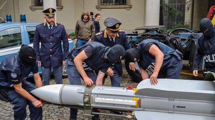 Polisi Italia Temukan Rudal dan Peluncur Roket saat Penggerebekan Kelompok Neo-Nazi