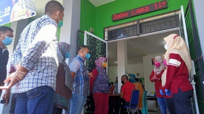 Bupati Lingga Semangati Nakes Puskesmas Dabo Lama saat Cek Kelengkapan Medis Penanganan Covid-19