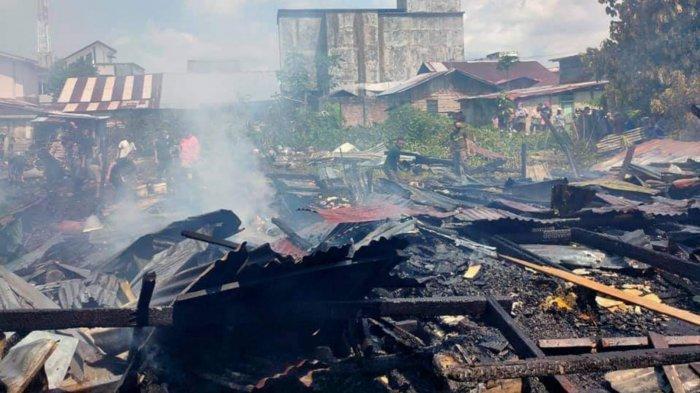 KEBAKARAN DI LINGGA - 5 Rumah di Belakang Pasar Ikan Dabo Hangus, Bermula dari Suara Ledakan
