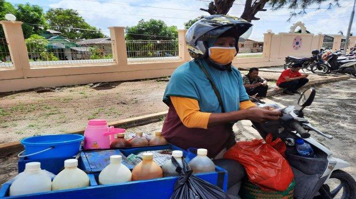 Kisah Warsih Merantau Jadi Penjual Jamu Keliling di Natuna, Kini Punya Rumah Sendiri