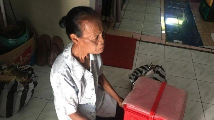 Kisah Mbah Khotimah, Penjual Jajanan Pasar yang Ditipu Pembeli dapat Bantuan Langsung dari Jokowi